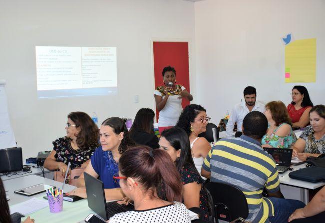 Professores da rede municipal participam de formação sobre aplicações da tecnologia no processo de ensino e aprendizagem